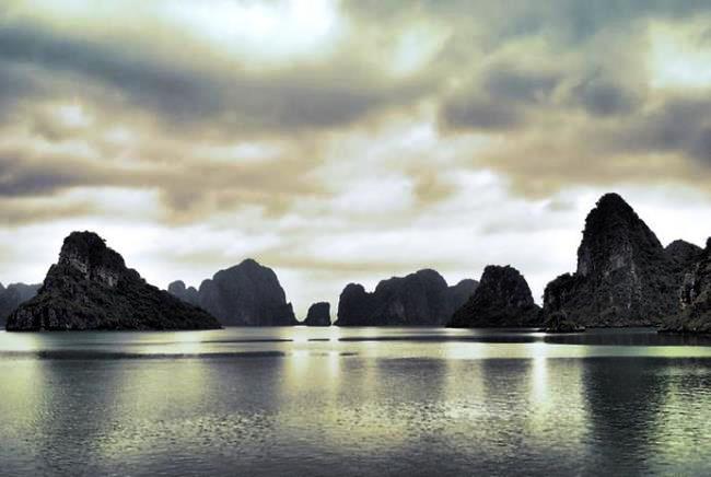 Сказочная вьетнамская бухта Халонг