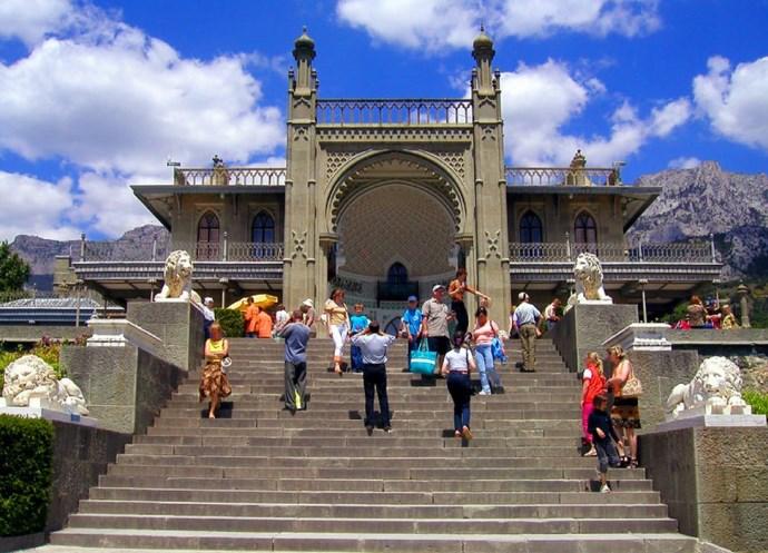 Достопримечательности Европы Воронцовский дворец в Алупке 3
