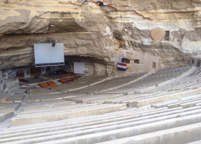Монастырь в скале 3