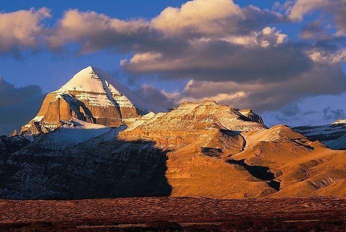 Древние памятники Азии гора свастики  пирамида Кайлас 3