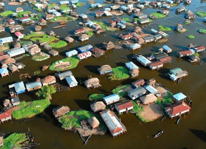 Интересные места Африки деревня Ганви посреди озера 2