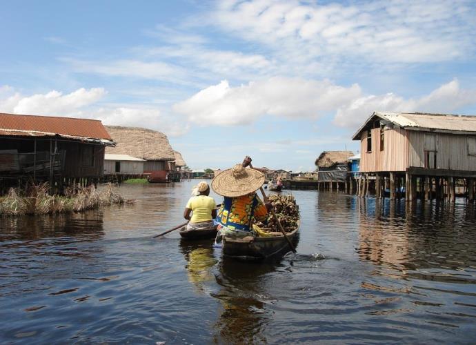 Интересные места Африки деревня Ганви посреди озера 3