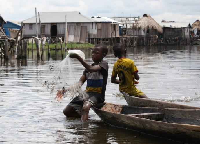 Интересные места Африки деревня Ганви посреди озера 4