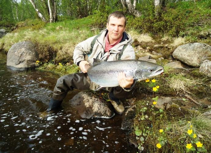 Туризм и рыбалка на берегу реки Варзуги 3