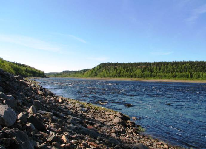 Туризм и рыбалка на берегу реки Варзуги 4