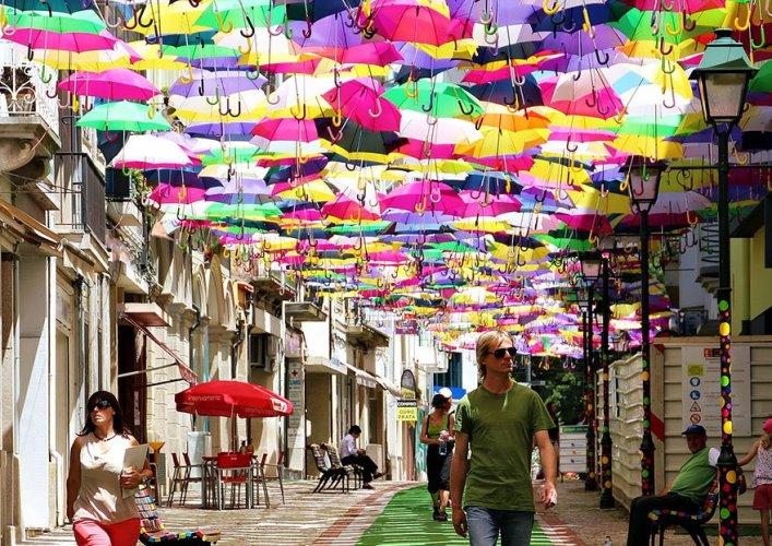 Аллея парящих зонтиков 3