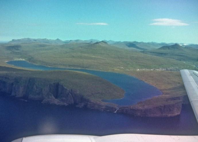 Сорвагсватн Озеро над океаном 4