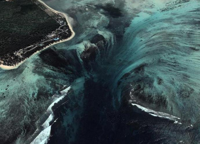 Подводный водопад 4