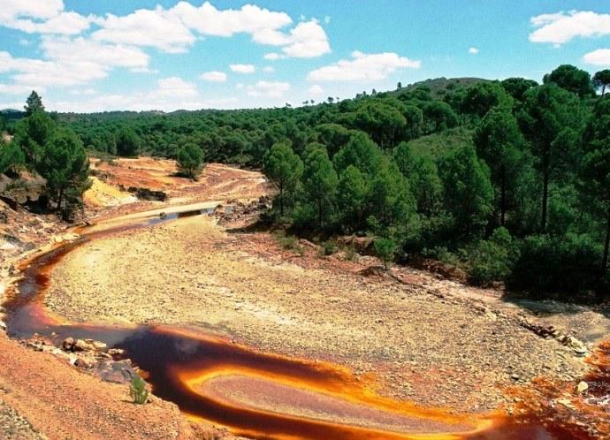 Прогрессивная Европа с кислой рекой Рио-Тинто в Испании 2