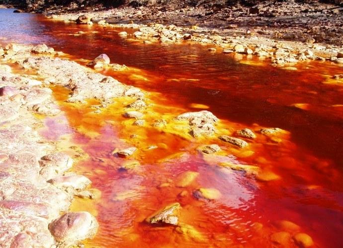 Прогрессивная Европа с кислой рекой Рио-Тинто в Испании 3