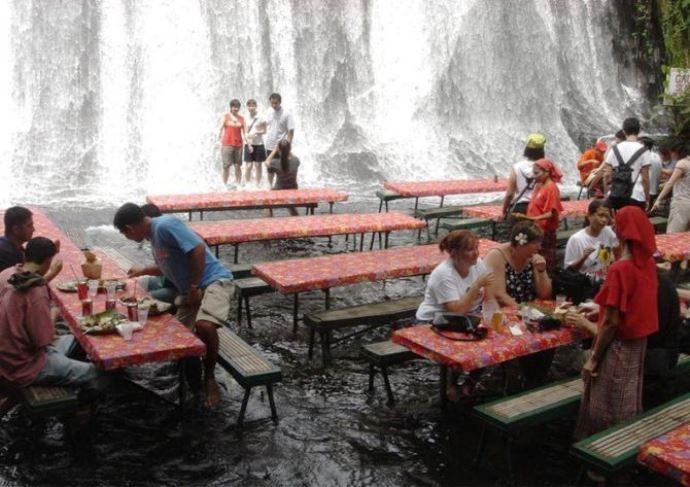 Удивительная Азия Филиппины ресторан-водопад 3