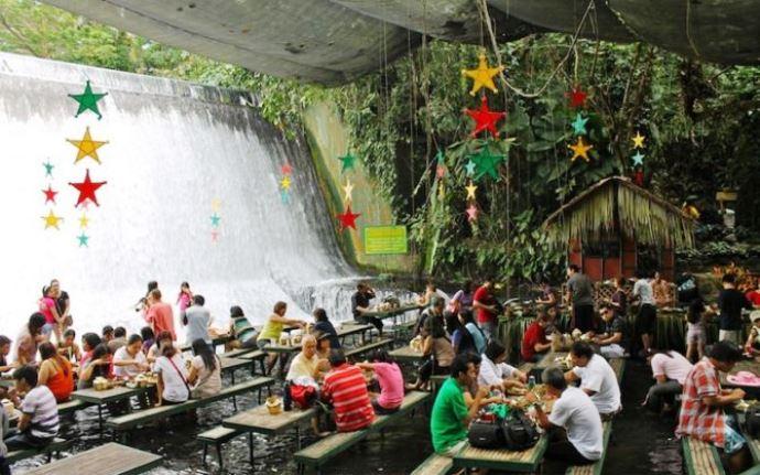 Удивительная Азия Филиппины ресторан-водопад 5