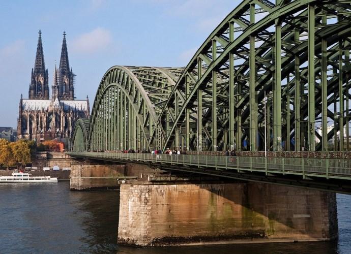 Мост тысячи сердец и другие памятники Европы 2