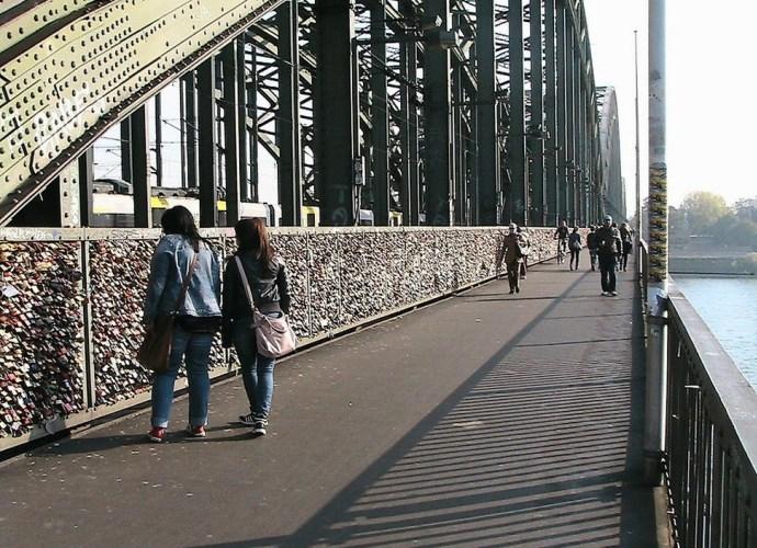 Мост тысячи сердец и другие памятники Европы 4