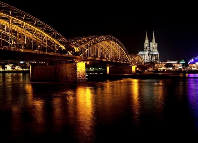 Мост тысячи сердец и другие памятники Европы 5