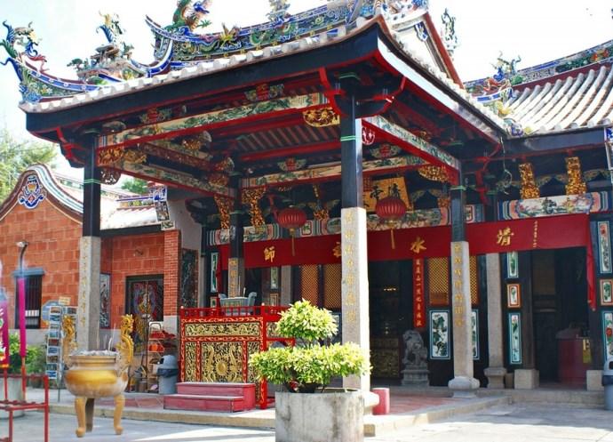 Чарующая Азия Змеиный храм Сунгай Клуанге 3