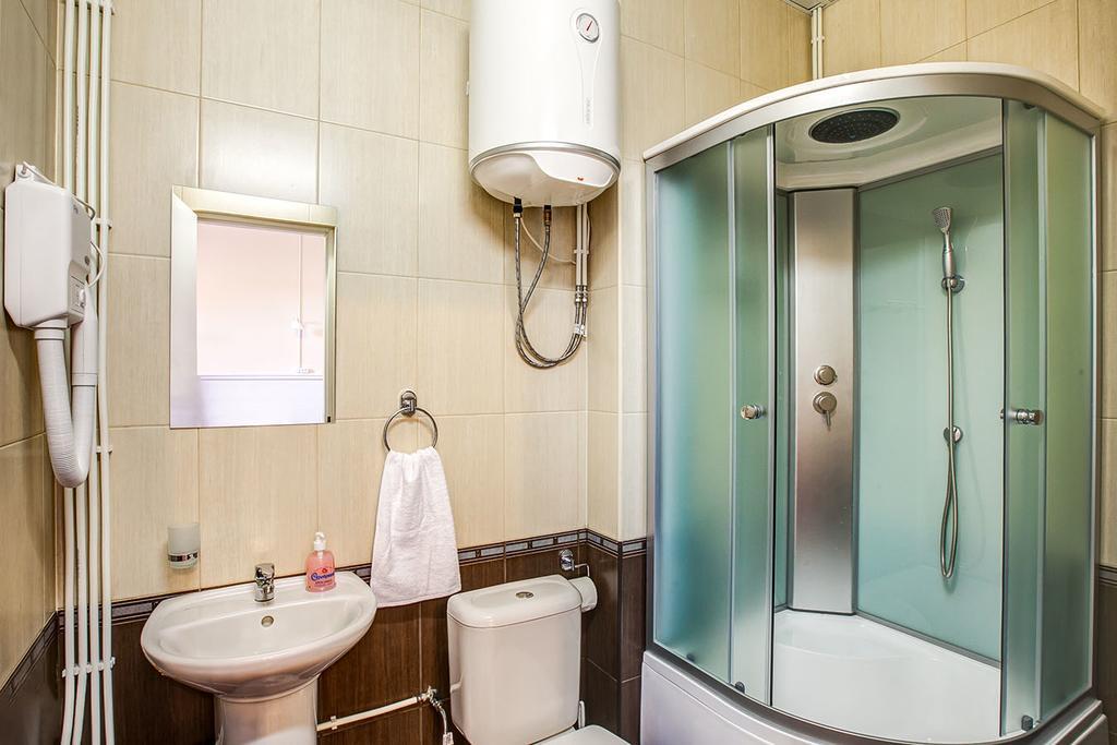Преимущества апартаментов с душевой кабиной