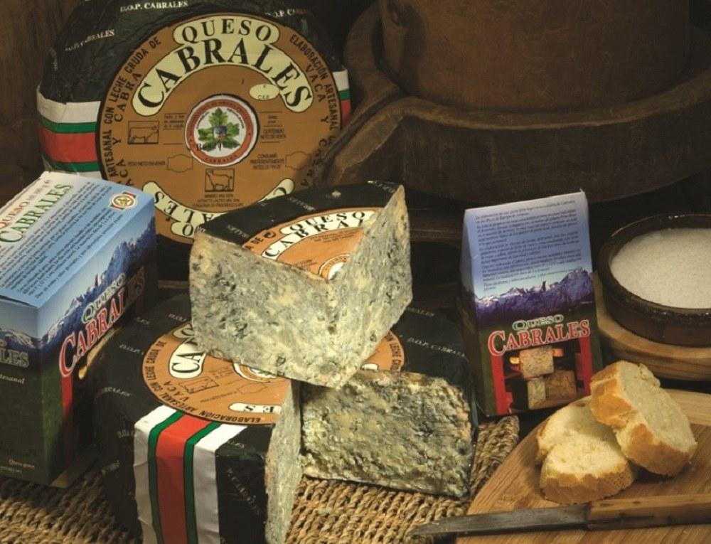 Кабралес – сыр голубого цвета