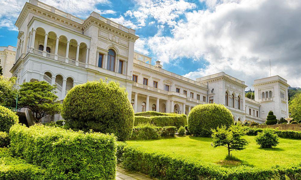 Ливадийский дворец сделан из мрамора
