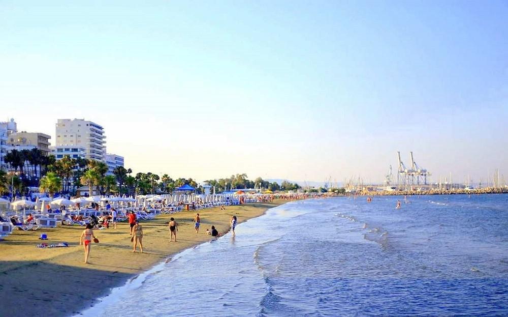 городской пляж Финикудес