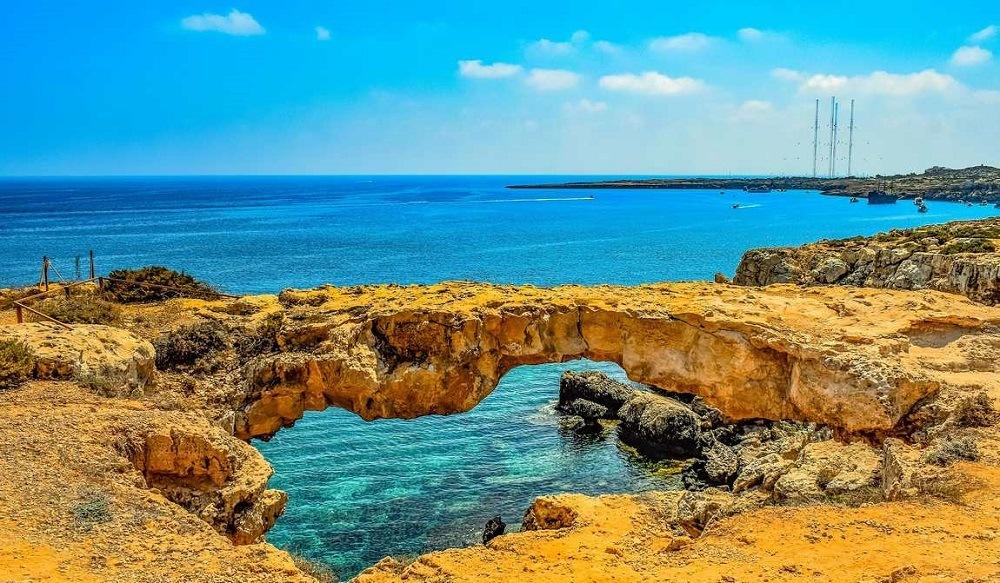Поехать летом на Кипр