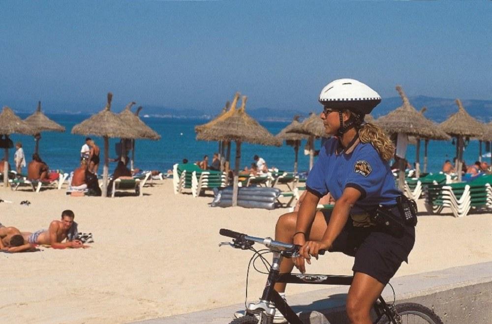Полиция на пляже