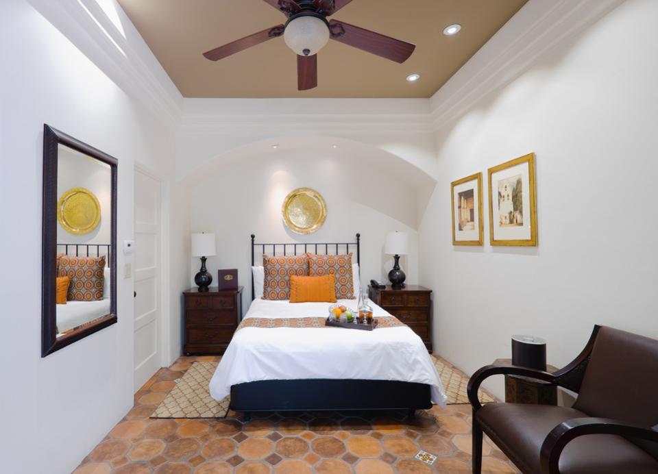 Роскошный люкс в отеле Carmel-By-The-Sea Cypress Inn