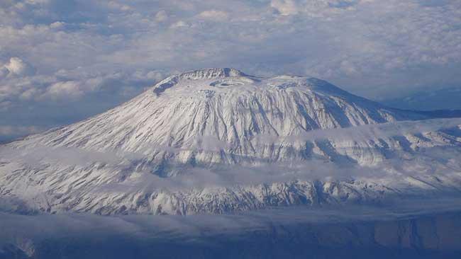 800px-kilimangiaro foto aerea