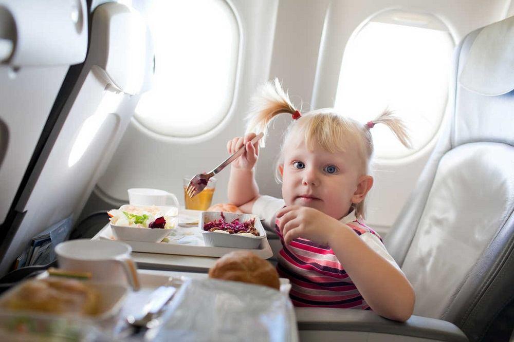 Что подают на борту самолета
