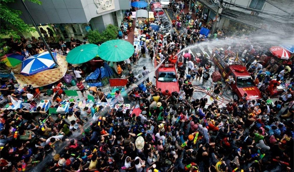 Корея устраивает водный фестиваль