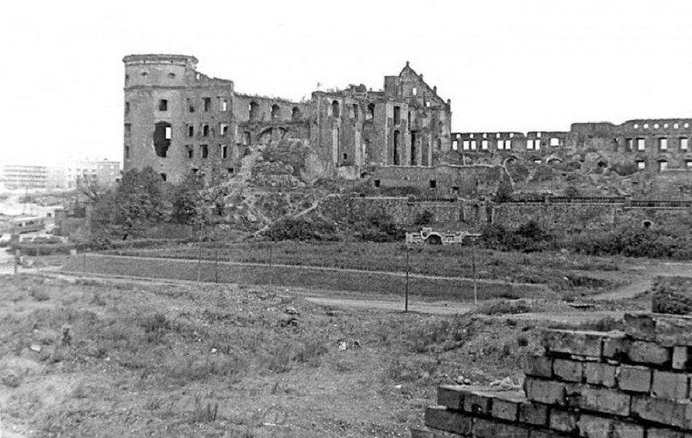 Руины. Старое фото