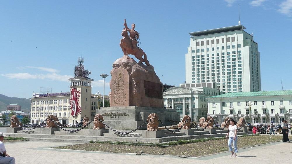 Площадь Сухэ-Батора