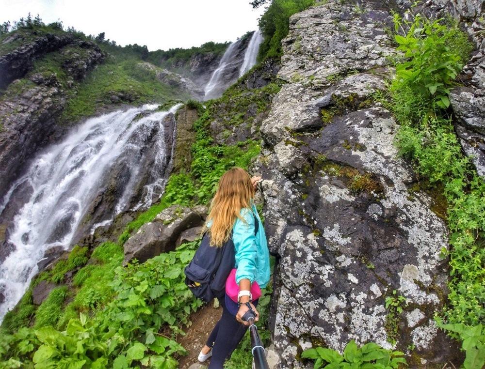 Пешеходный маршрут к водопаду