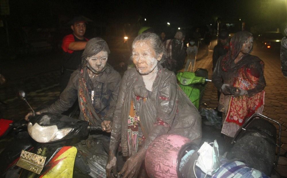 Пепел вулкана накрыл индонезию