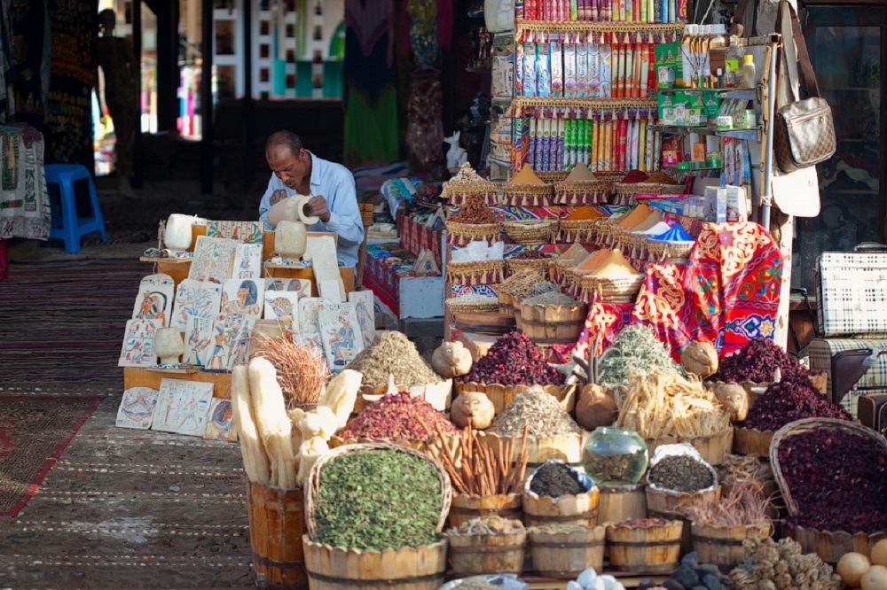 Власти Египта открыли борьбу с приставучими торговцами