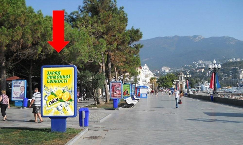 В Ялте демонтируют билборды