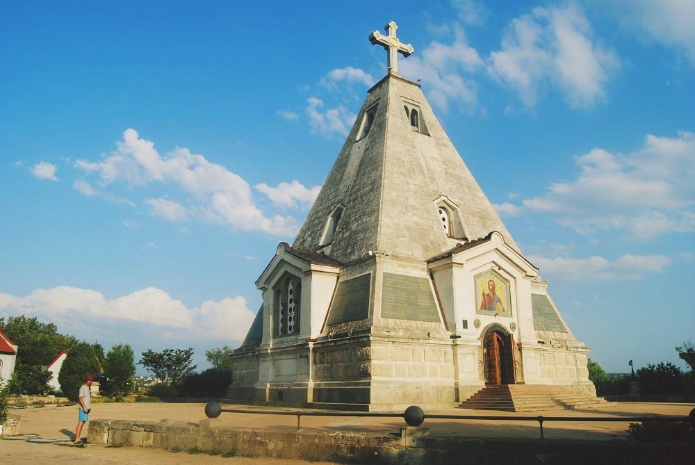 Церковь - пирамида