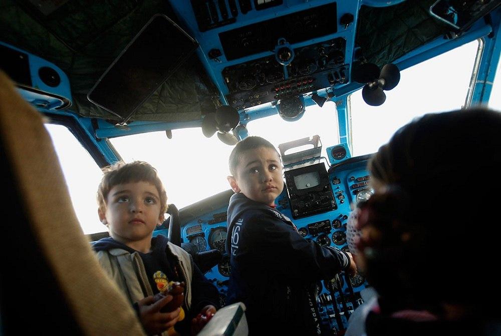 Дети в самолете