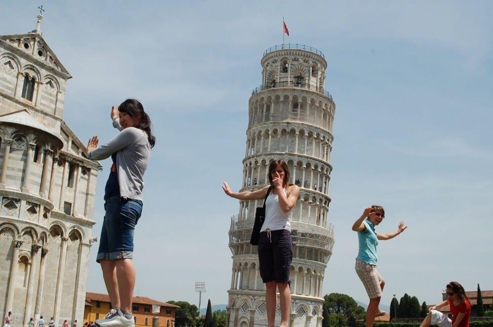 Пизанская башня и туристы