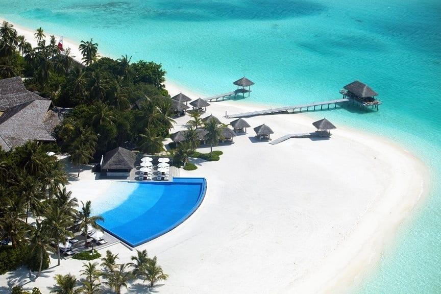 На Мальдивы без вещей - курорт Велассару