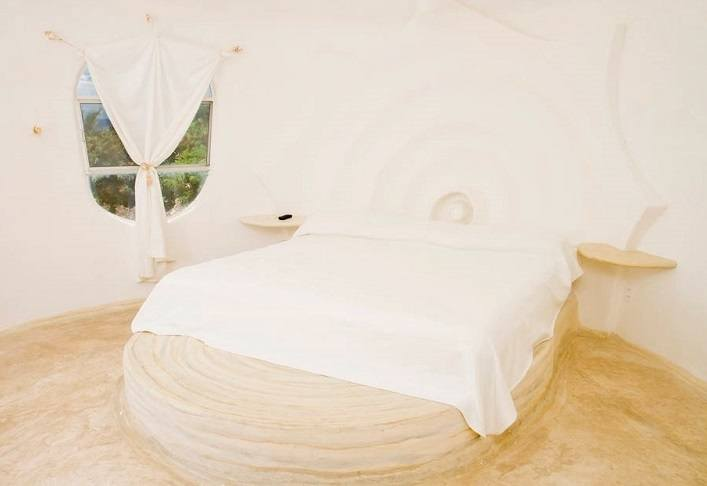 House shell on the island of Isla Mujeres 4
