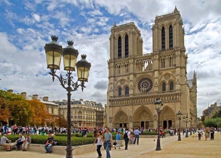 Top 5 most important sights of Paris 4