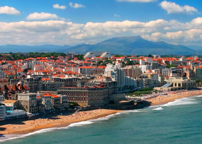 Tour of France. Biarritz and Provence 2