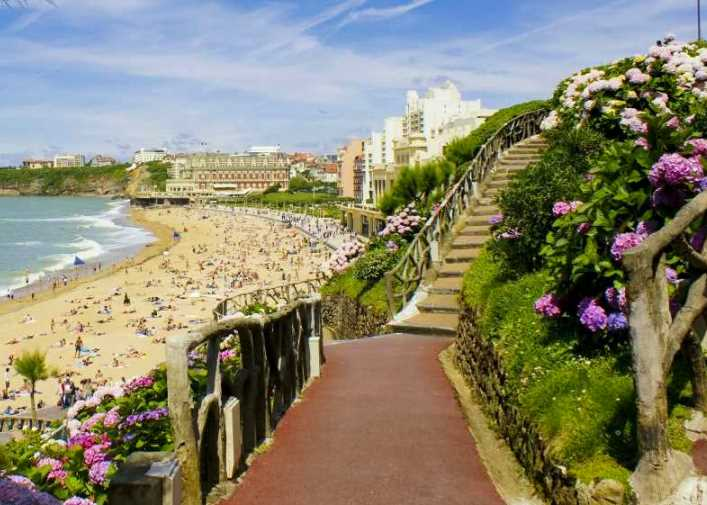 Tour of France. Biarritz and Provence 3