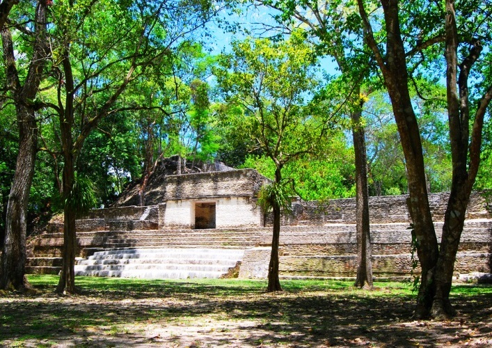 Traveling in America the ancient Mayan city of Kahal Pech 2