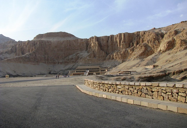 The road from Hurghada to Luxor is the most dangerous road in the world 5