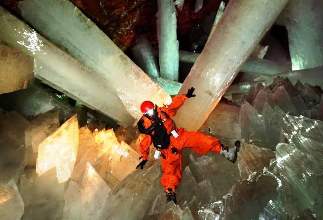 Пещера кристаллов в Чиахуа или шахтовый комплекс Naica