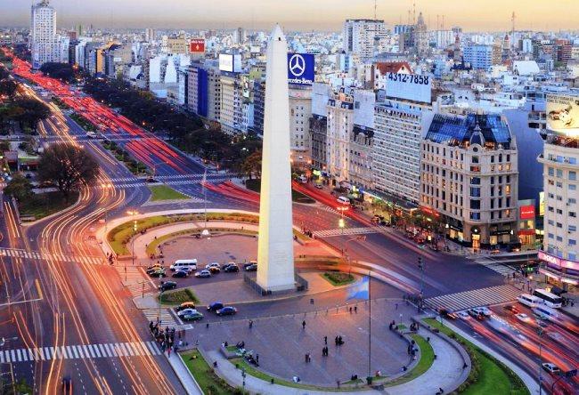 Улица 9 июля в Буэнос-Айрес  самая широкая улица в мире 5 1484.ам