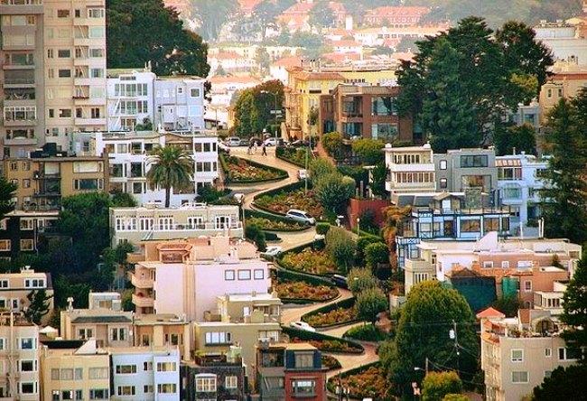 Lombard Street the most winding street in the world 2