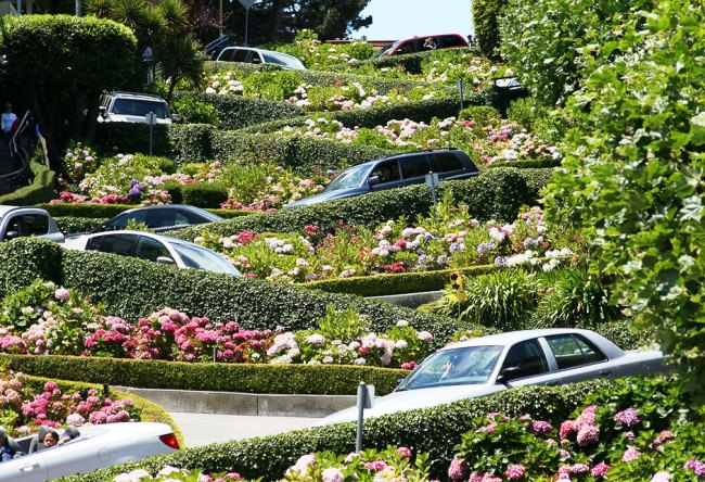 Lombard Street the most winding street in the world 4